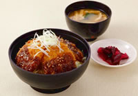 Rice bowl topped with pork fillet cutlet and sauce ¥1,200